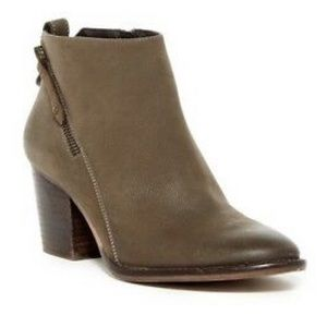 Blondo Nivada Waterproof Taupe Ankle Boots US 9.5